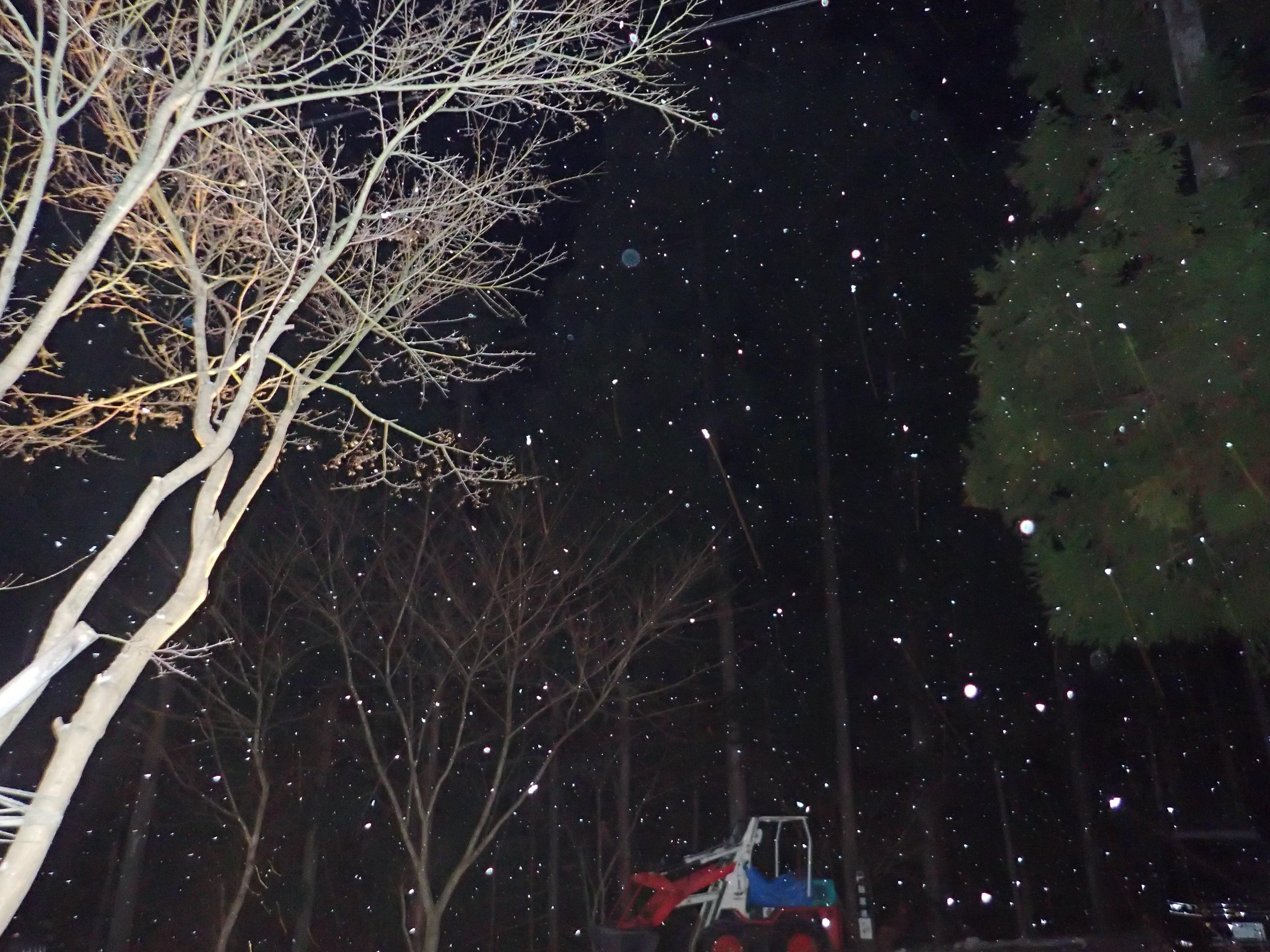 四万にも雪が